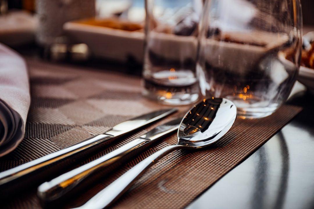 accessori e posate a tavola