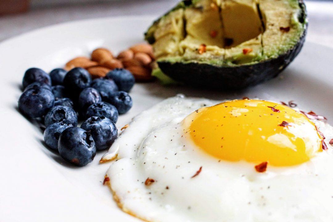 keto dieta uova avocado